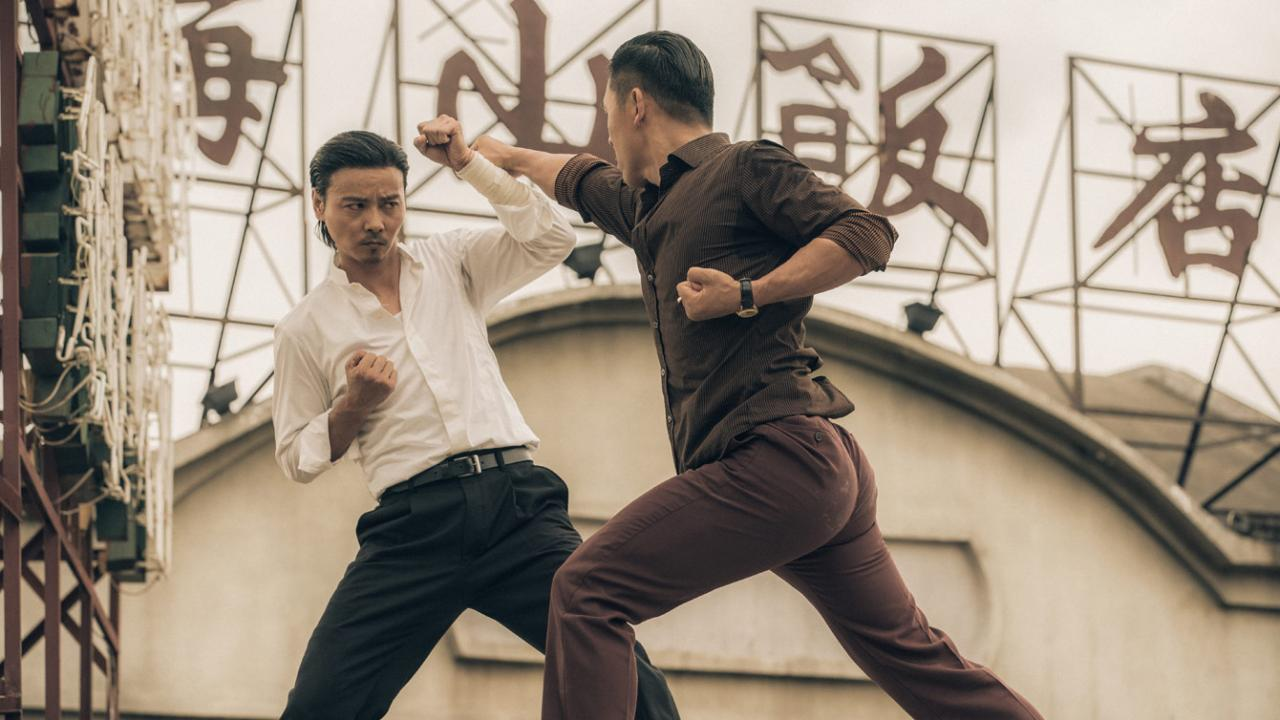 Max Zhang fights with fists in one-on-one action