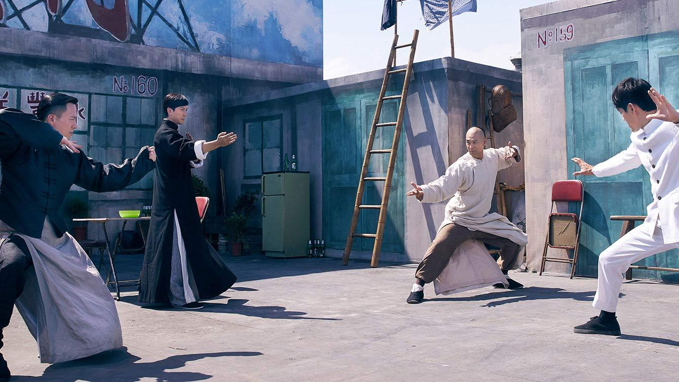 When his manager prevents Fei Ying Xiong from getting the girl he loves, he summons the help from four legendary Kung Fu masters to learn the highest level of martial arts from the best in history and to defeat his enemies who stand in the way of the things he wants most.
