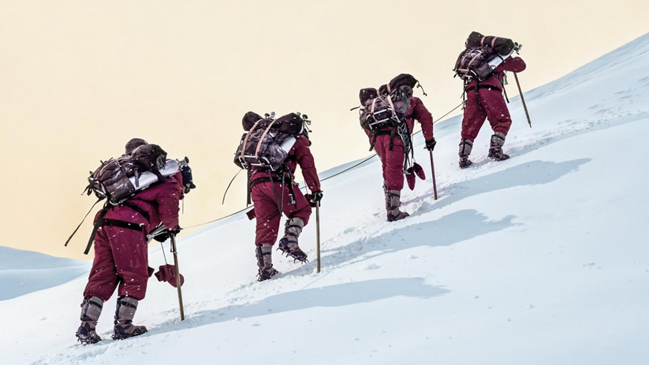 Four Chinese climbers take on Mount Everest