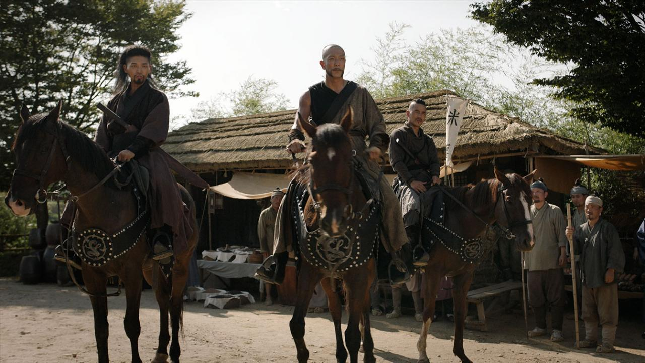 Actors on horses in THE SWORDSMAN Korean martial arts film from Well Go USA